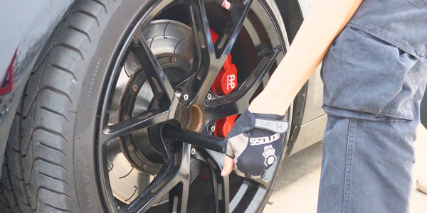 BONOSS Titanium Wheel Stud Conversion F10 Install Steps (5)