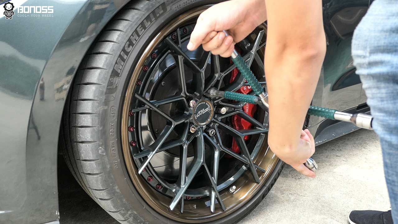 BONOSS-Forged-Active-Cooling-Wheel-Spacers-Install-Steps-Loosen-Lug-Nuts