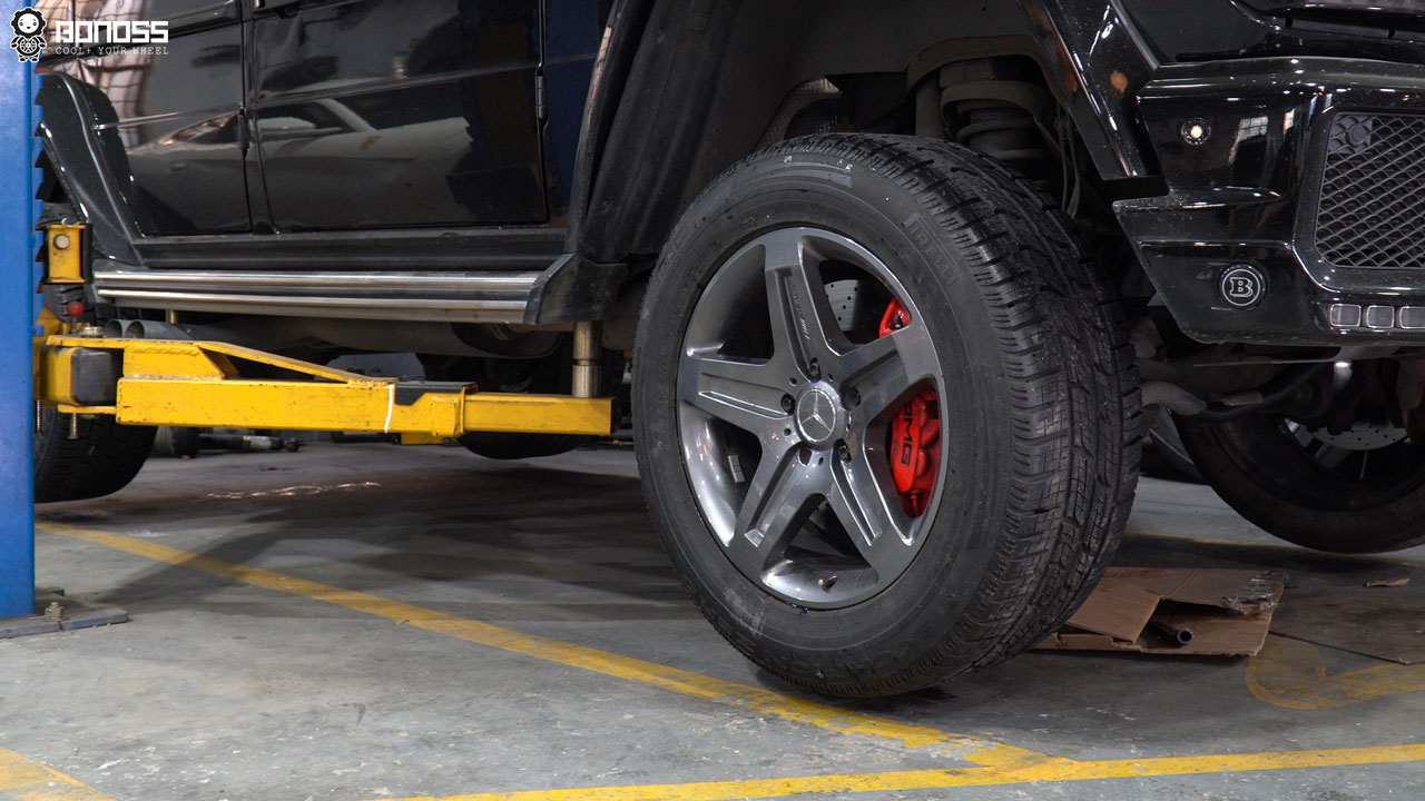 BONOSS-Forged-Active-Cooling-Wheel-Spacers-for-Mercedes-Benz-G500-Install-Steps-Lift-the-Car
