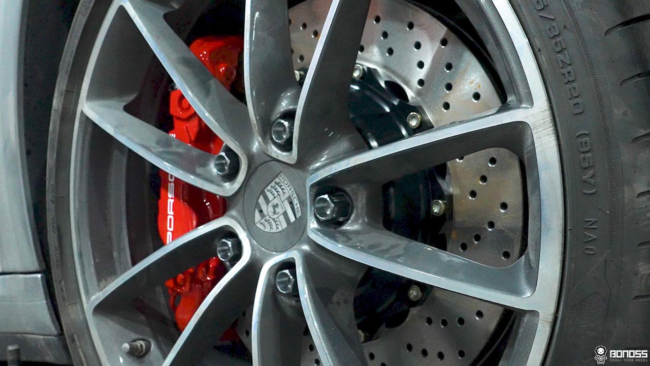 Daily 2021 Porsche 911 992 Carrera install BONOSS Forged Grade 12.9 Shell Type Lock Bolt Kit (10)