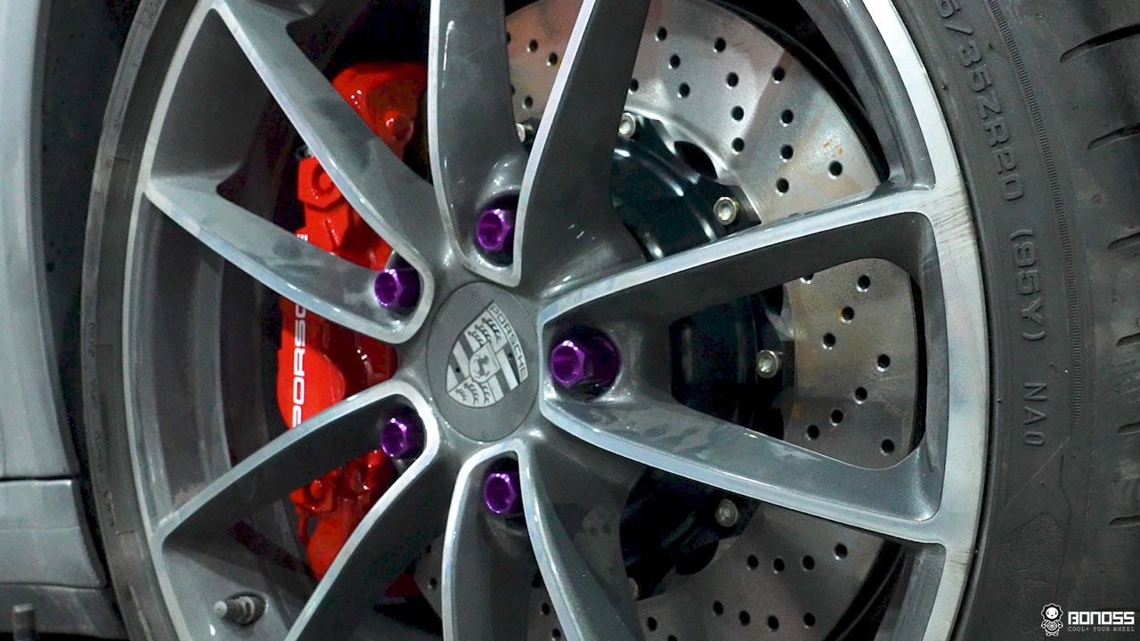 Daily 2021 Porsche 911 992 Carrera install BONOSS Forged Grade 12.9 Shell Type Lock Bolt Kit (11)