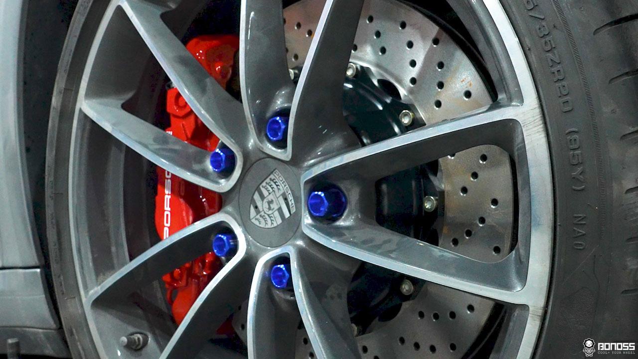 Daily 2021 Porsche 911 992 Carrera install BONOSS Forged Grade 12.9 Shell Type Lock Bolt Kit (13)